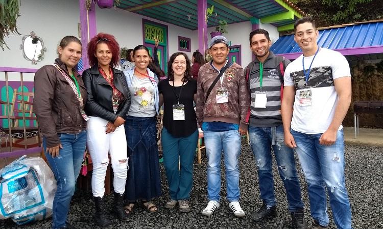 Grupo de jóvenes trabaja para rescatar y preservar la cultura cafetera en el país