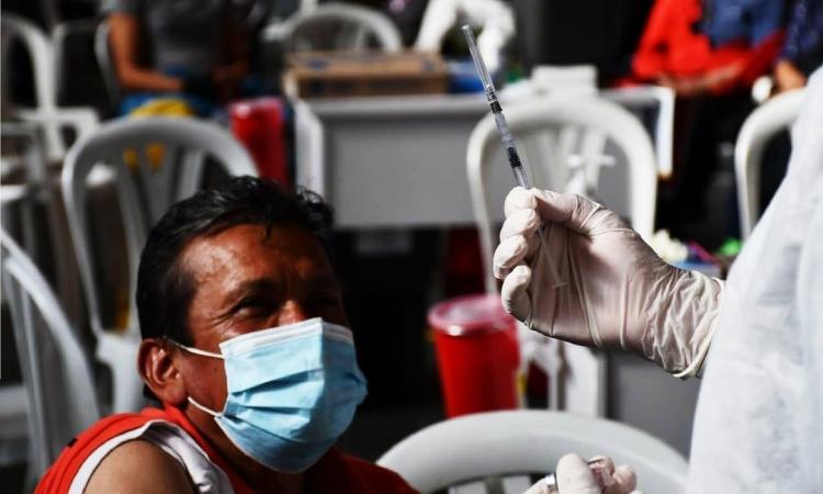Colombia está por encima del promedio mundial de vacunación