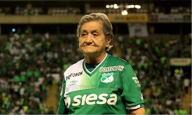 Abuela futbolera de 91 años vence el coronavirus y sueña con volver al estadio