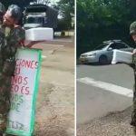 La historia del padre que le llevó una torta a un soldado para celebrar su cumpleaños
