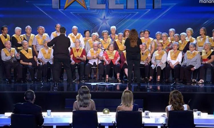 El coro de personas con Alzheimer que hizo llorar al jurado de un programa de talentos