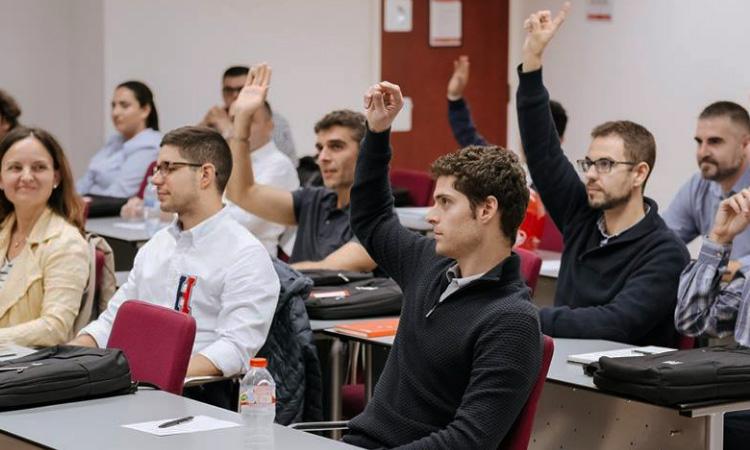Fundaci n est ofreciendo 700 becas para estudiar en el - Becas para colombianos en el exterior ...