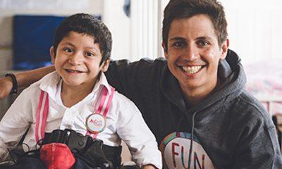 Esteban Chaves y la sonrisa que hace feliz a los niños con discapacidad