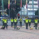 En Colombia los perros de la calle son adoptados por la Policía y los acompañan en su patrullaje