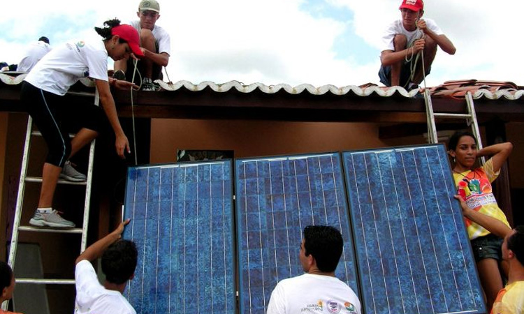 Encuesta muestra que los hogares colombianos prefieren que su energía sea amigable con el planeta