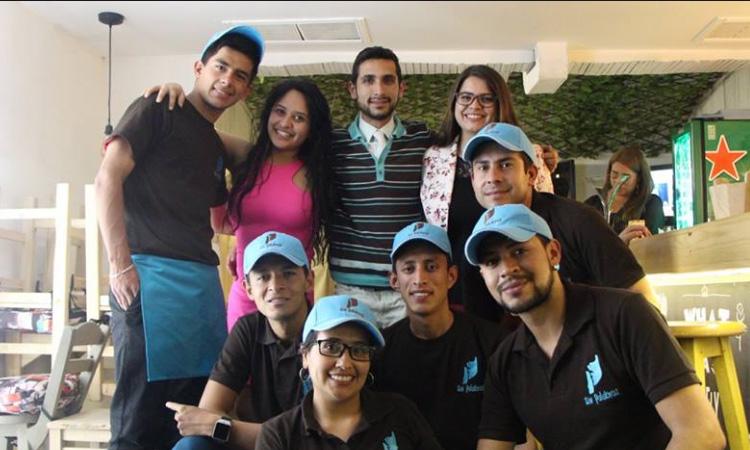 Abren en Colombia el primer café-bar para personas con discapacidades auditivas