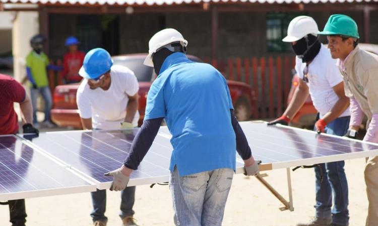 Aprendices del Sena construyen aula sostenible en un colegio de La Guajira La Nota Positiva