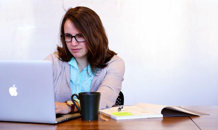 La Fundación Carolina fomenta la participación de la mujer en la aplicación de becas