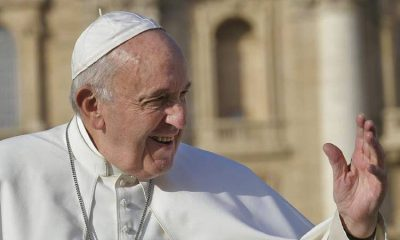 El papa Francisco rezó en soledad en la Plaza San Pedro por toda la humanidad