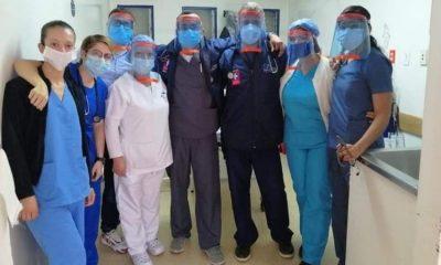 La iniciativa de fabricar caretas indispensables para proteger al personal de salud