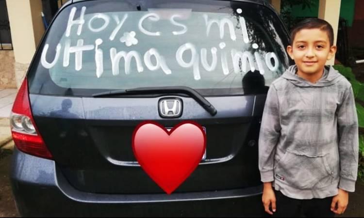 Niño vence el cáncer y su familia usó el carro para compartir su alegría con el mundo