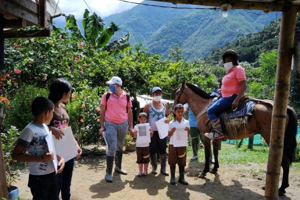 Guardaparques y profesores se unen para llevar educación a la casa de estudiantes