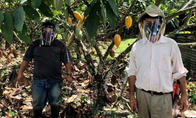 Cascos de bioseguridad un apoyo para los campesinos que llevan alimentos a Colombia