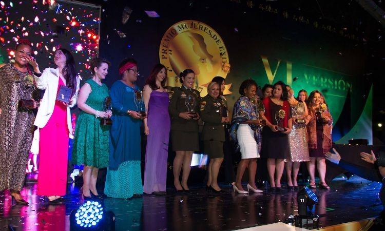 Colombia se prepara para los premios Mujeres de Éxito reconocimiento en un duro año