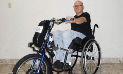 Discapacitado crea dispositivo que convierte sillas de ruedas en triciclo eléctrico