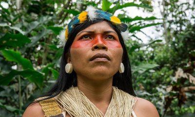 """Mujer indígena gana """"Nobel ambiental"""" por defender el Amazonas de la extracción petrolera"""