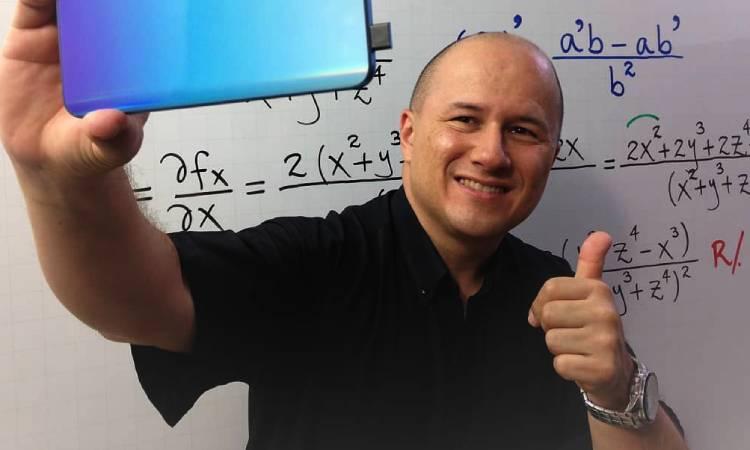 El colombiano Julioprofe logra lo inesperado, un récord Guinness enseñando matemáticas