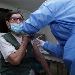 Las cuatro EPS en Bogotá en las que se puede agendar la vacuna para mayores de 80 años