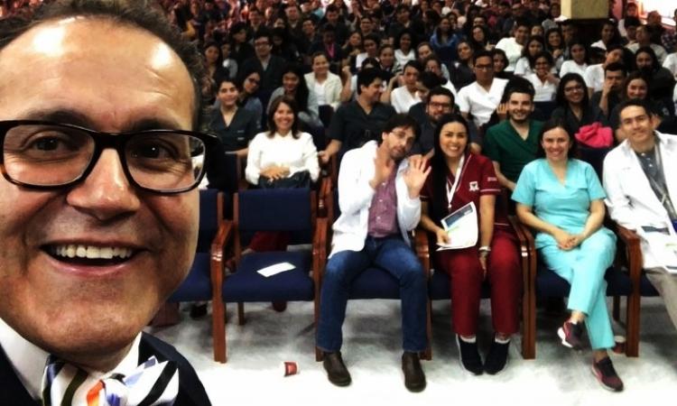 La historia del 'Doctor Q', de jornalero a uno de los mejores neurocirujanos del mundo