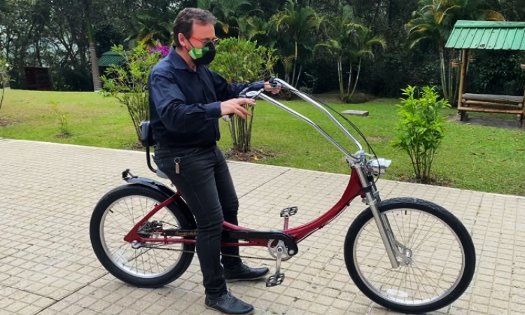Colombiano patenta bicicleta para personas con obesidad o limitaciones de movilidad