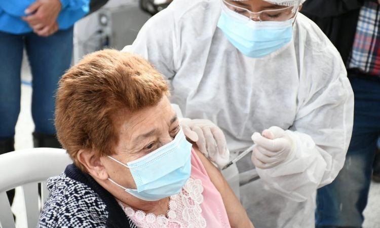 Advierten que vacunación en Colombia ha mostrado resultados alentadores