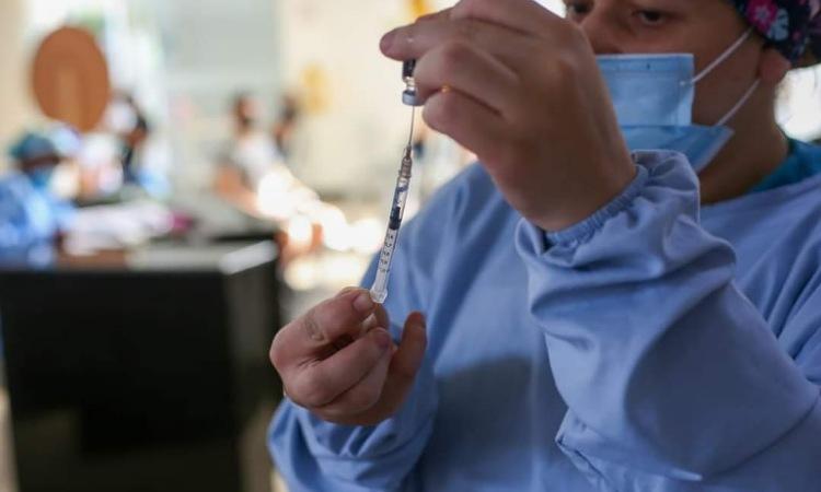 Avanza la vacunación por grupos de edad en Colombia, conozca cómo acceder a ellas