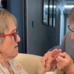 La tierna historia del hombre que le pide matrimonio cada semana a su esposa con Alzheimer