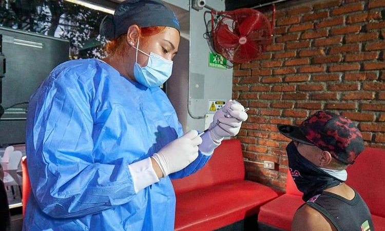 Colombia recibirá 957.600 vacunas de AstraZeneca donadas por España