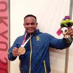 Fabio Torres le da a Colombia la primera medalla en Parapowerlifting en unos Paralímpicos