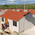 Colombianos construyen casas con residuos de café y plástico en lugar de ladrillos