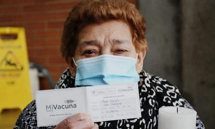 Estudio en Colombia reveló que la vacunación evita en más del 70% los decesos por COVID